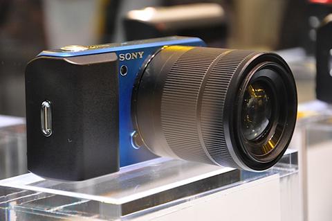 Ngắm camera ống kính rời siêu nhỏ sony - 1