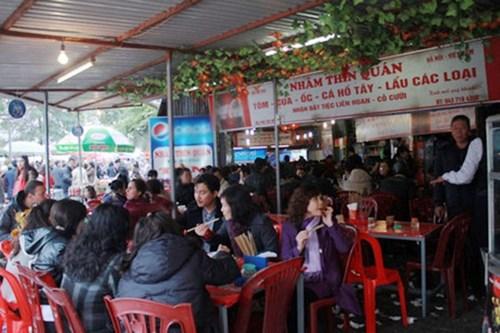 Những khu vực nhiều hàng quán ăn bán xuyên tết ở hà nội - 1