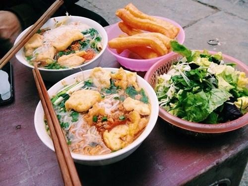 Những khu vực nhiều hàng quán ăn bán xuyên tết ở hà nội - 3