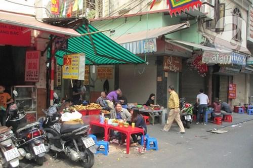 Những khu vực nhiều hàng quán ăn bán xuyên tết ở hà nội - 6