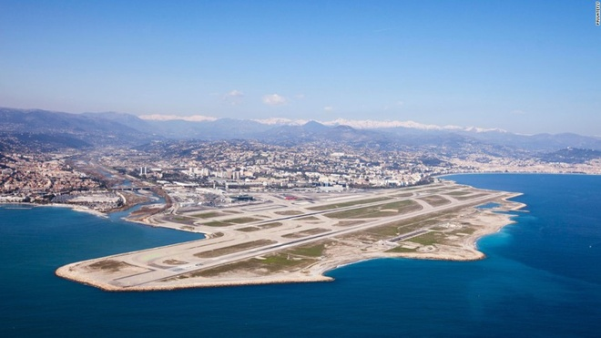10 sân bay có điểm tiếp đất đẹp nhất thế giới - 2