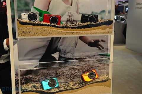 Máy ảnh chống thấm nước và chống sốc của samsung - 1