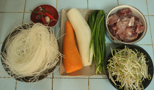 Tự nấu hủ tiếu hầm xương củ cải cuối tuần - 1