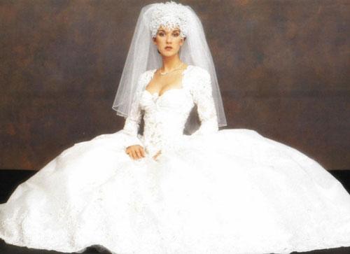10 mẫu váy cưới xấu của các mỹ nhân nổi tiếng thế giới - 3