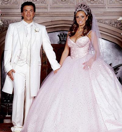10 mẫu váy cưới xấu của các mỹ nhân nổi tiếng thế giới - 5