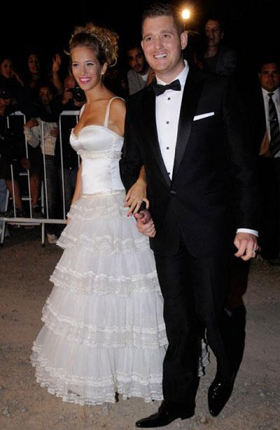 10 mẫu váy cưới xấu của các mỹ nhân nổi tiếng thế giới - 7