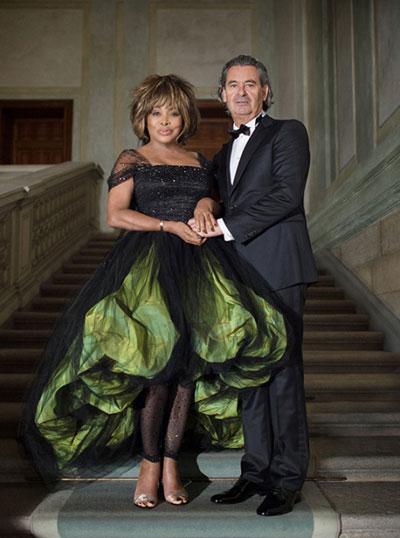 10 mẫu váy cưới xấu của các mỹ nhân nổi tiếng thế giới - 10