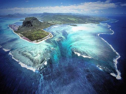 Ảo ảnh thác nước dưới mặt biển ở ấn độ dương - 1