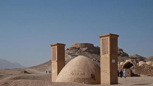Bí ẩn về ngọn tháp của sự im lặng ở iran - 1