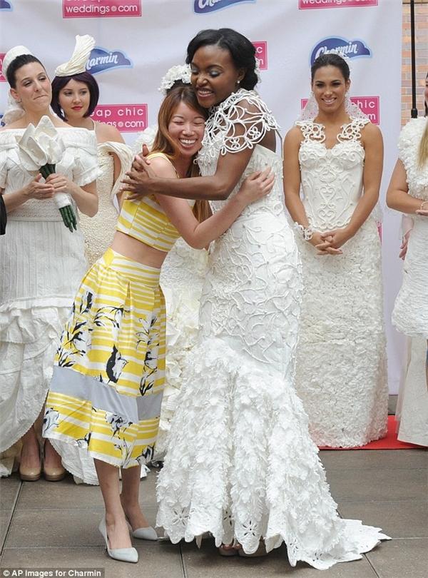 Ngạc nhiên tột độ khi biết những bộ váy cưới lộng lẫy được làm từ đâu - 5