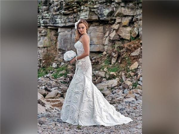 Ngạc nhiên tột độ khi biết những bộ váy cưới lộng lẫy được làm từ đâu - 6