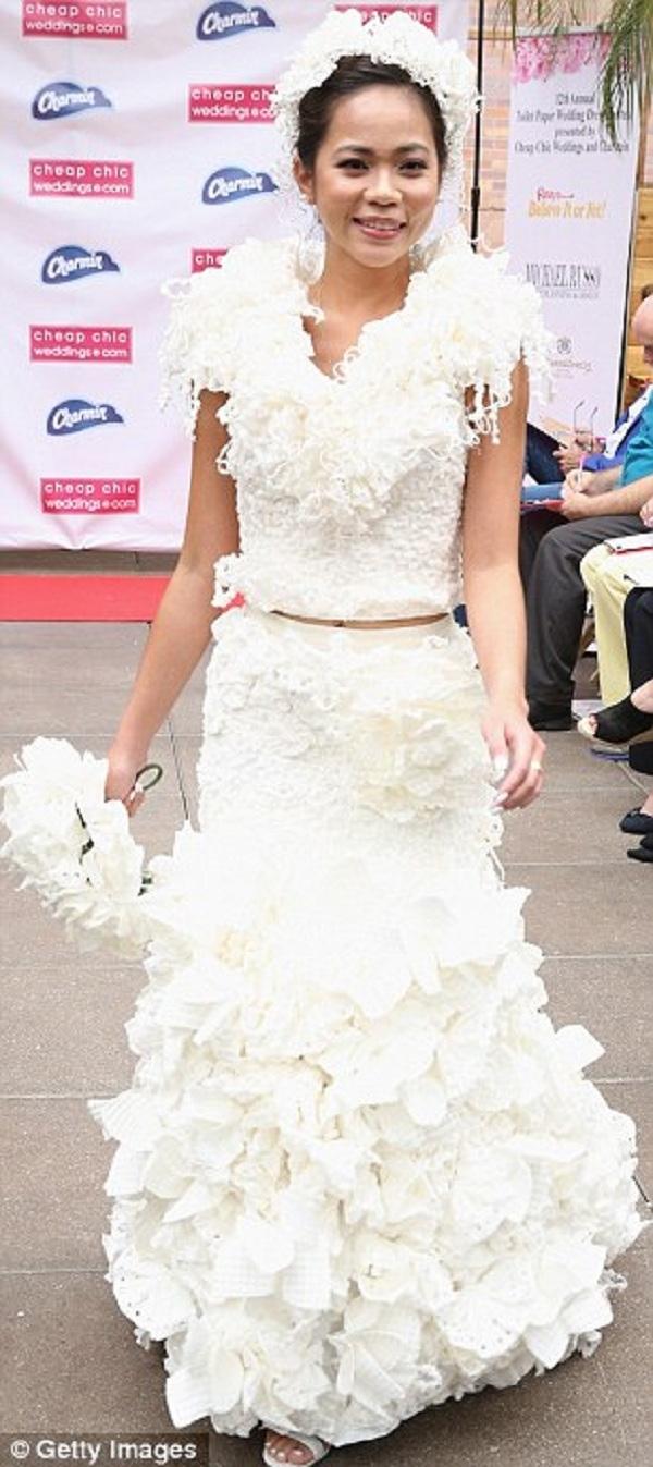 Ngạc nhiên tột độ khi biết những bộ váy cưới lộng lẫy được làm từ đâu - 8