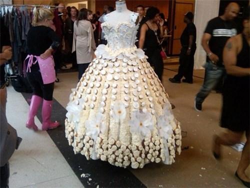 Những chiếc váy cưới điên rồ ai cũng lắc đầu ngán ngẩm - 3