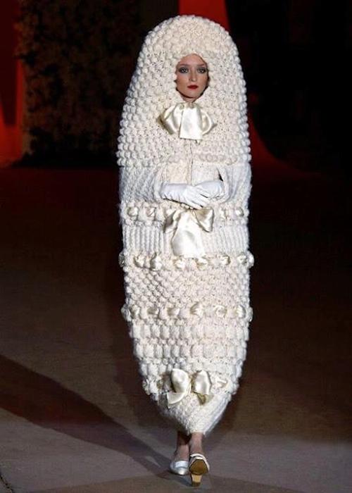 Những chiếc váy cưới điên rồ ai cũng lắc đầu ngán ngẩm - 6