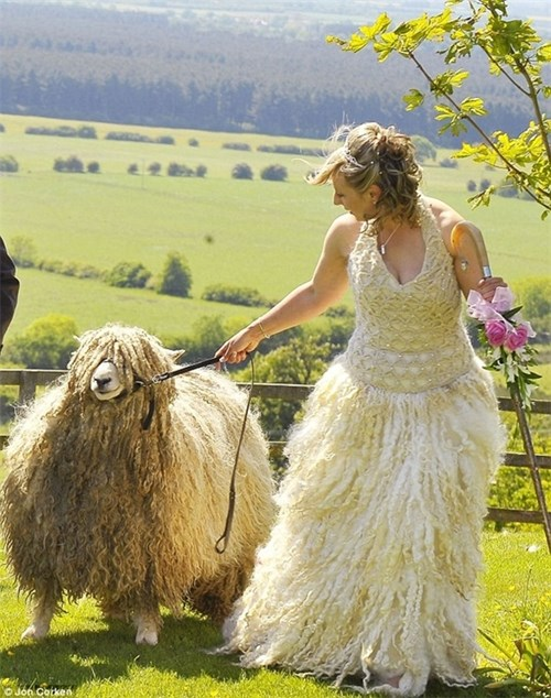 Những chiếc váy cưới điên rồ ai cũng lắc đầu ngán ngẩm - 7