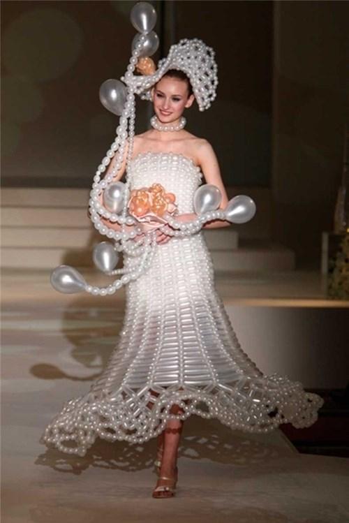 Những chiếc váy cưới điên rồ ai cũng lắc đầu ngán ngẩm - 8