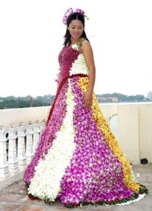Những chiếc váy cưới điên rồ ai cũng lắc đầu ngán ngẩm - 13