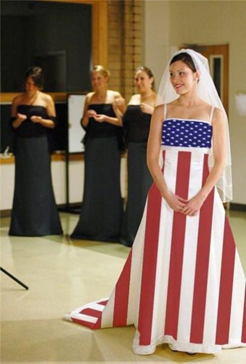 Những chiếc váy cưới điên rồ ai cũng lắc đầu ngán ngẩm - 17