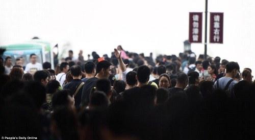 Trung quốc tắc đường vì làn sóng du lịch trong tuần lễ vàng - 2