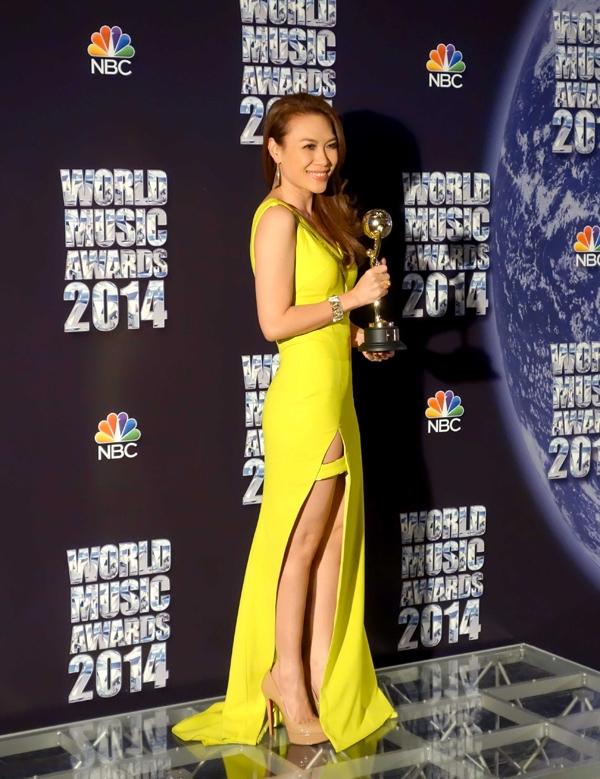 Váy áo sao việt trên thảm đỏ quốc tế làm nức lòng khán giả quê nhà - 19