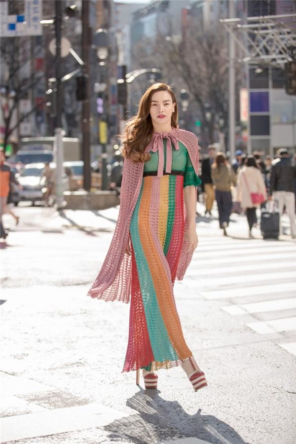 Váy nghìn đô hà hồ bị chê mĩ nhân ngư được khen hết lời - 2