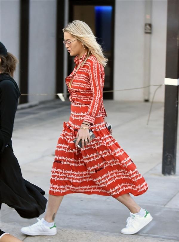 Váy nghìn đô hà hồ bị chê mĩ nhân ngư được khen hết lời - 8