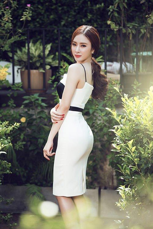 Angela phương trinh sexy khó cưỡng với váy xuyên thấu - 10