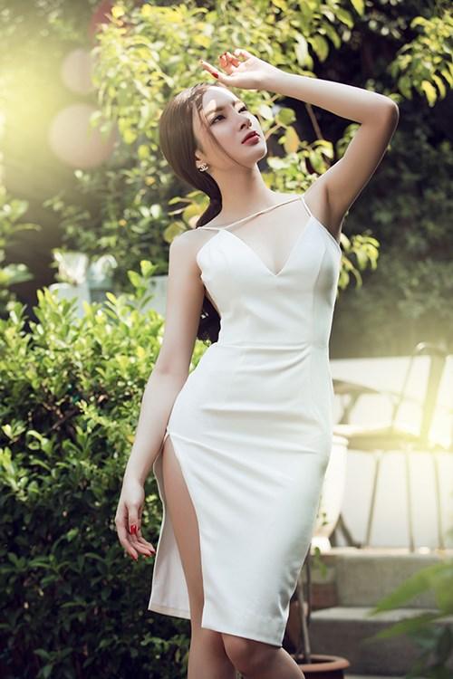 Angela phương trinh sexy khó cưỡng với váy xuyên thấu - 1