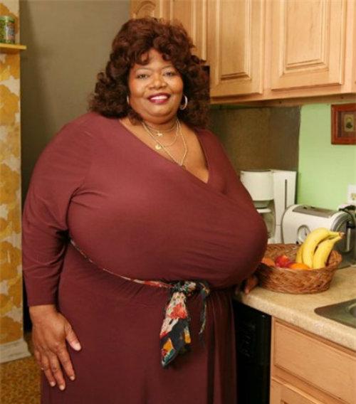 Gặp người phụ nữ có bộ ngực tự nhiên lớn nhất thế giới - 2