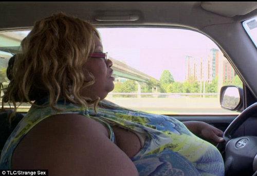 Gặp người phụ nữ có bộ ngực tự nhiên lớn nhất thế giới - 3
