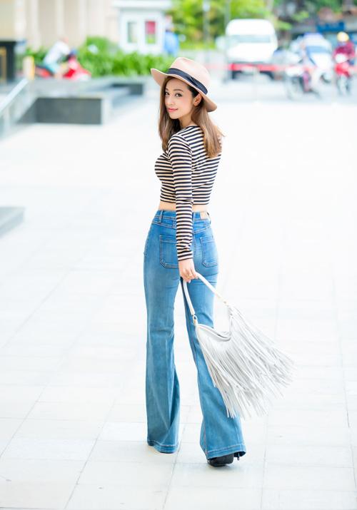 Jennifer phạm mặc quần jeans khoe vòng 3 cong tròn - 2