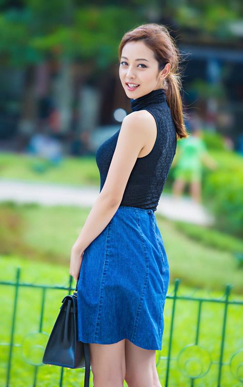 Jennifer phạm mặc quần jeans khoe vòng 3 cong tròn - 9