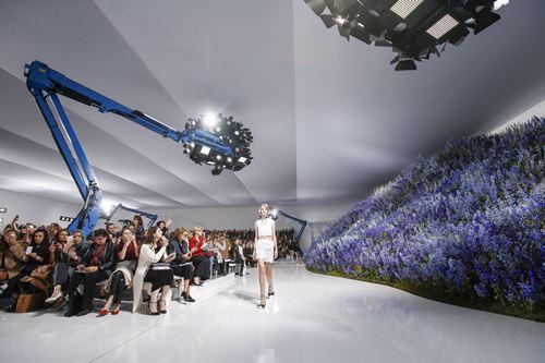 Mùa hoa oải hương ngập tràn sàn diễn dior - 2