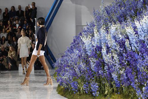 Mùa hoa oải hương ngập tràn sàn diễn dior - 6