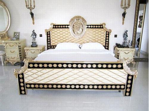 Phòng ngủ hoàng gia cổ điển đắt giá của sao nữ - 1