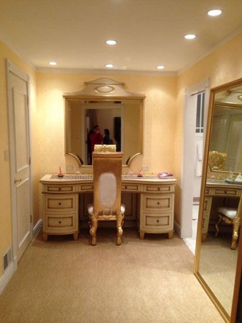 Phòng ngủ hoàng gia cổ điển đắt giá của sao nữ - 4