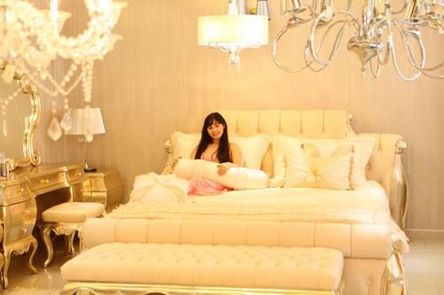 Phòng ngủ hoàng gia cổ điển đắt giá của sao nữ - 5