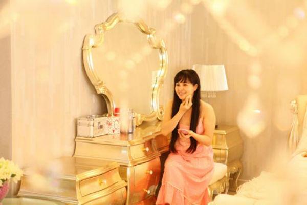 Phòng ngủ hoàng gia cổ điển đắt giá của sao nữ - 6