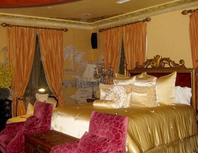 Phòng ngủ hoàng gia cổ điển đắt giá của sao nữ - 10