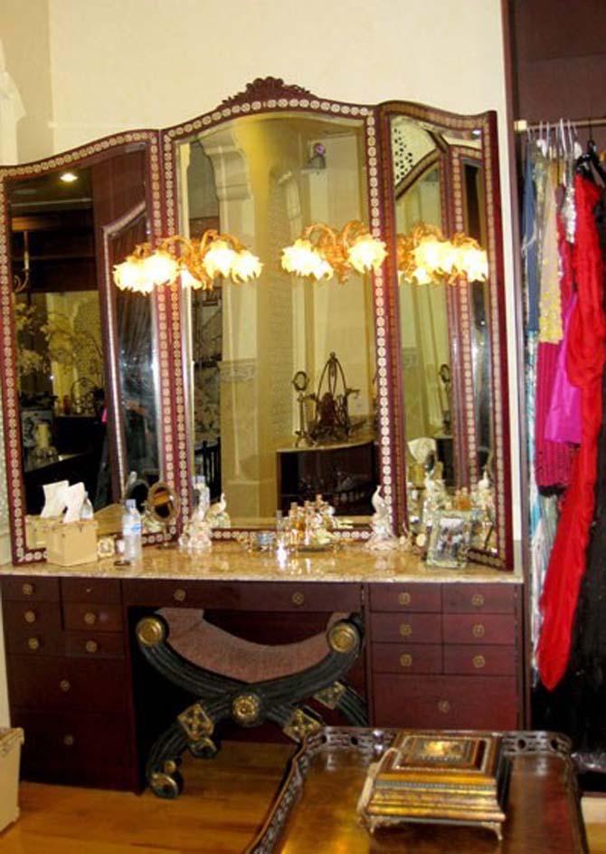 Phòng ngủ hoàng gia cổ điển đắt giá của sao nữ - 11