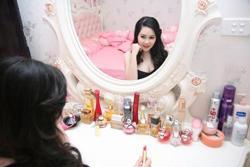 Phòng ngủ hoàng gia cổ điển đắt giá của sao nữ - 14