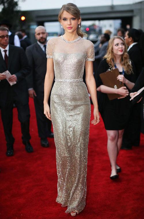 Taylor swift được so sánh với nữ hoàng băng giá elsa - 3
