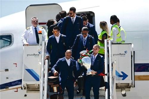 Bồ đào nha hoành tráng đón người hùng chiến thắng euro 2016 trở về - 4