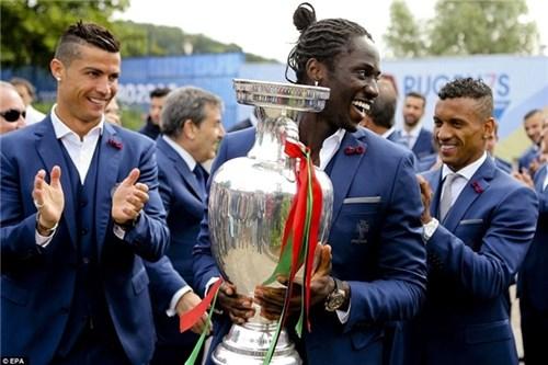Bồ đào nha hoành tráng đón người hùng chiến thắng euro 2016 trở về - 6