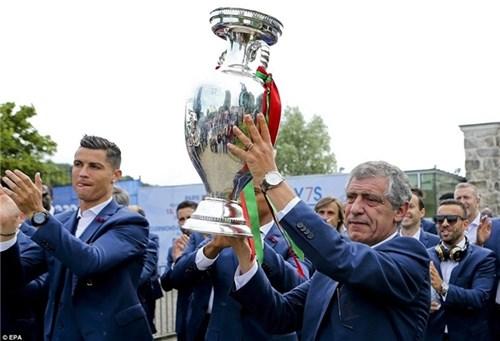 Bồ đào nha hoành tráng đón người hùng chiến thắng euro 2016 trở về - 7