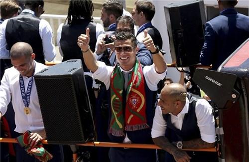 Bồ đào nha hoành tráng đón người hùng chiến thắng euro 2016 trở về - 15