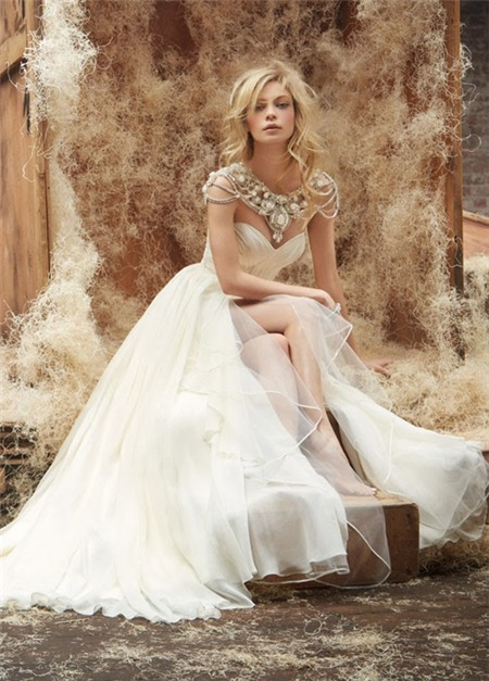 Lóa mắt trước cái đẹp khó cưỡng của những chiếc váy cưới xa hoa - 5