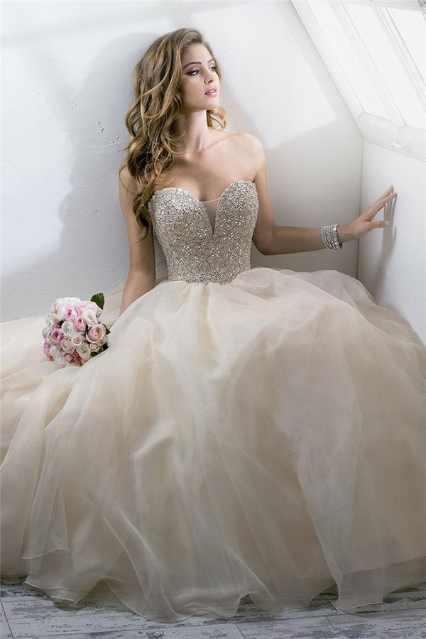 Lóa mắt trước cái đẹp khó cưỡng của những chiếc váy cưới xa hoa - 6