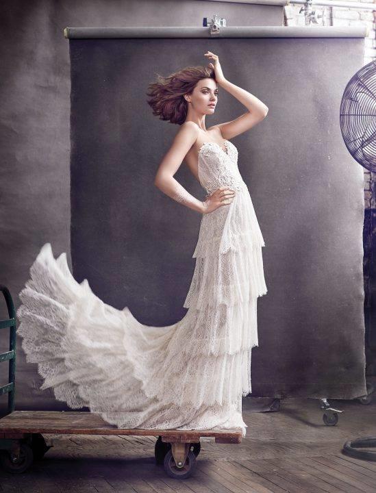 Lóa mắt trước cái đẹp khó cưỡng của những chiếc váy cưới xa hoa - 2