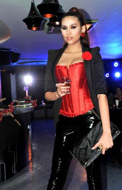 Sao việt quyến rũ với váy áo corset - 7